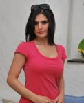 Zarine-Khan-t-shirt (1)