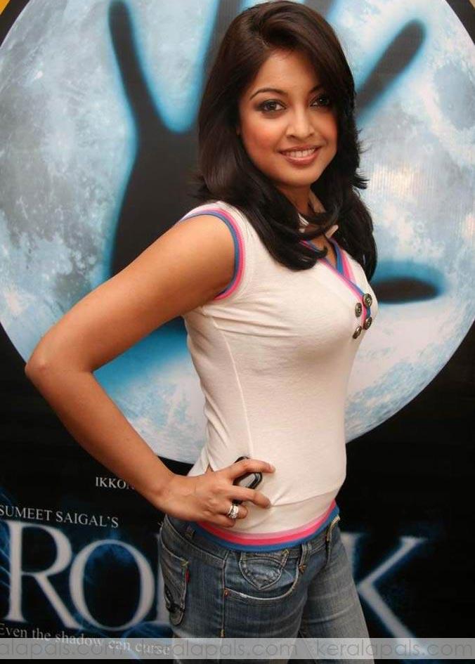 Tanushree Dutta Nude Boobs