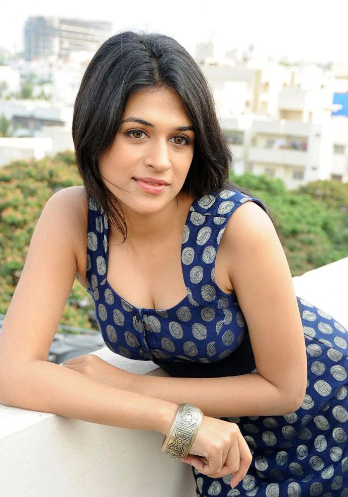 Bollywood Hot Actress Hot Scene: Shraddha Das Hot Photos ...